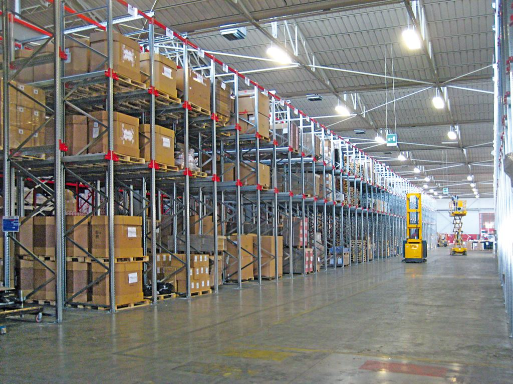 Drive In Scaffali.Drive In Racking Systems Ferretto Group Every Solution